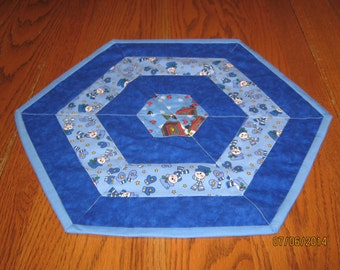 Popular items for holiday table topper on etsy for Table th border