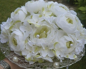 Bridal bouquet with pearls and metal structure