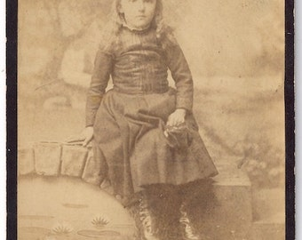 Little girl with bag cabinet card photo Harrisburg Pa.