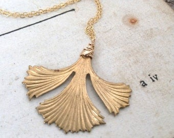 Ginkgo Leaf Necklace Brass Jewelry Fall Fashion Nature Inspired Art Deco Gold Jewelry Leaf Jewelry Gifts Under 40 Zen Style Art Deco