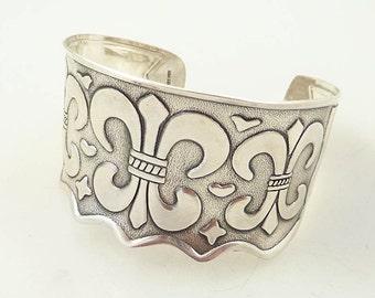 SALE ---- Vintage Bubbly Fleur De Lis Sterling Cuff Bracelet