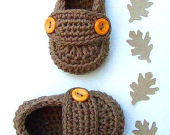 Crochet Baby booties in taupe, baby boy shoes, crochet slippers, size 3/6 months with giftbox ready to ship