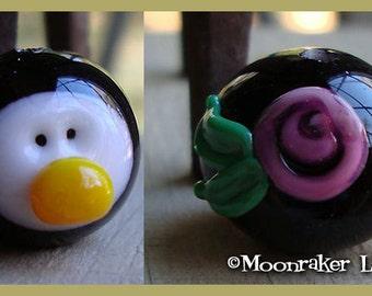 Penguin Head - Girl -  Holiday Lampwork Bead