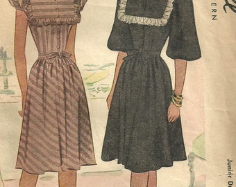 McCall 6577 / Vintage 40s Sewing Pattern / Dress / Size 17 Bust 35