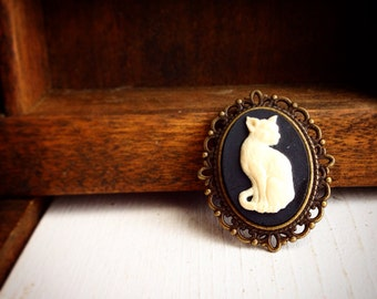 Hairless Cat Cameo Brooch
