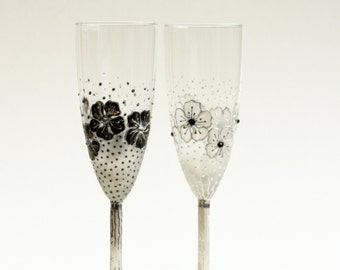 Black White Wedding Champagne Glasses, Wedding Flutes, Champagne Flutes, set of 2 HAND PAINTED