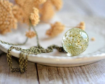 Pressed flower botanical necklace- Nature Inspired White Queen Anne's Lace Flower, gift under 40, terrarium necklace