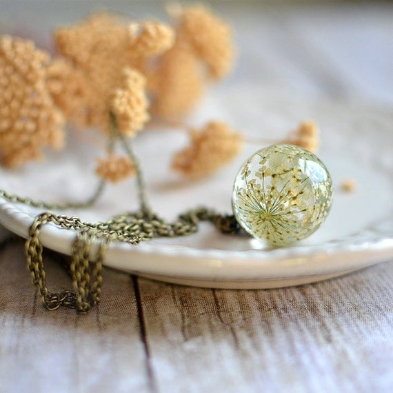 Pressed flower botanical necklace- White Queen Anne's Lace Flower, bridal jewelry, sphere necklace, gift under 45,terrarium necklace