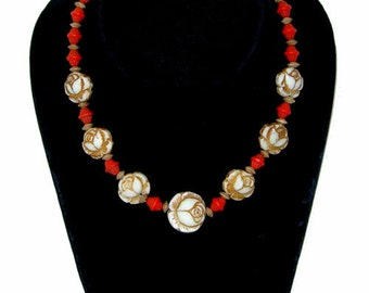Vintage 1940s Beaded Necklace with Glass Rose Beads