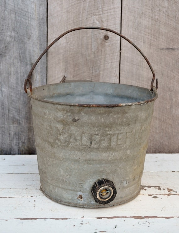 Calf feeding bucket vintage calf teria 8 galvanized metal for Galvanized well bucket