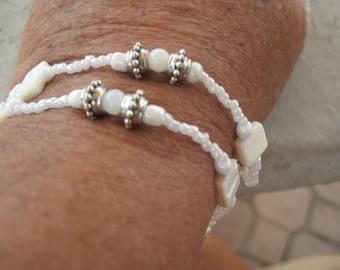 2 strands mother-of pearls bracelet.