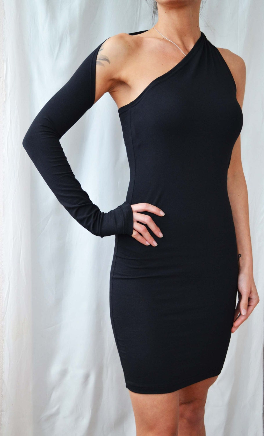 Tobi's new line of one shoulder designs includes mini dresses, midi dresses, and two-piece sets. These elegant dresses will hug your curves in classic bodycon silhouettes! The color palette for Tobi's one shoulder frocks includes black, grey, silver, and ivory.