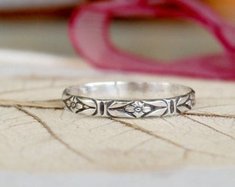 Silver Floral Ring - Sterling Silver Band  - Feminine Jewelry - Bohemian Jewelry - Midi Ring - Simple