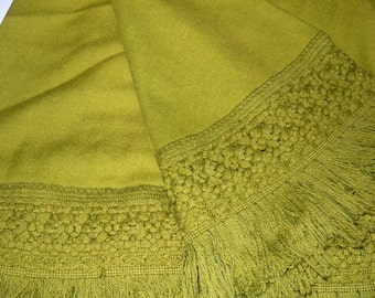 Vintage tablecloth / Mid Century avocado green / round dinette accent / fringed fringe / dining kitchen linen / 60s 70s home decor
