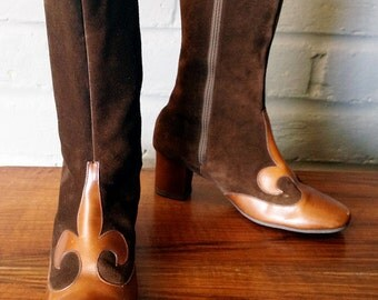 MOD Boots Vintage 1960s 60s Carnaby Street Twiggy Style Brown Suede & Leather Gogo Go go boots French Fleur de lis Hippie Boho Boots Sz 5 ?
