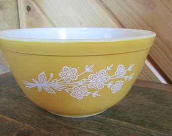 Pyrex Butterfly Gold Flowers 1.5 liters