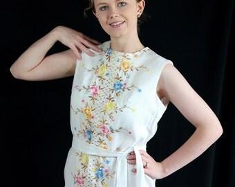60s Dress / Sheath / Linen / Embroidery / Metallic / White / Wiggle Dress