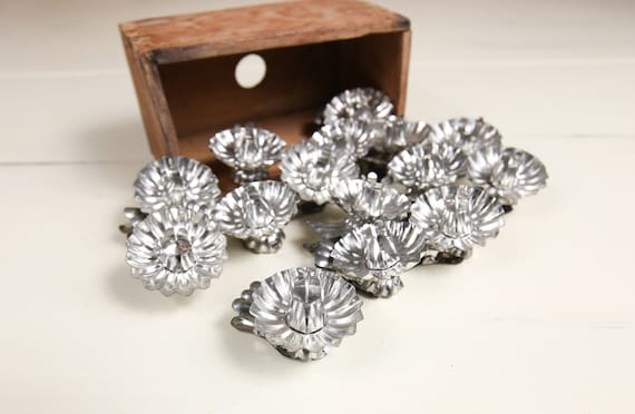 Vintage Tin Candle Holder clips, silver tone w/ scallop edge (set of 15)