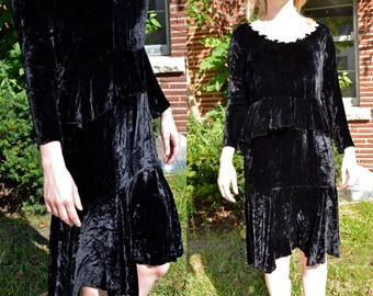 1920s Vintage Black Silk Velvet and Ecru Lace Evening Dress size S M bust 36