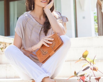 NOSTALGIA. Leather clutch / wristlet purse / leather purse / leather clutch purse / tan leather. Available in different leather colors.