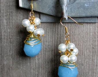 Blue Faceted Stone Wire Wrapped Pearl Cluster Dangle Earrings in Gold