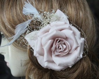 Very cute    flower  clip with white color feather