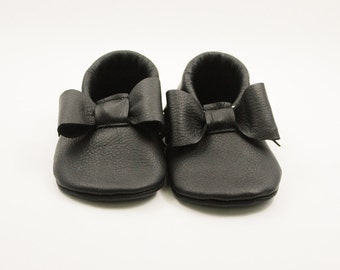 Black Bow Baby Moccasins/ Leather Moccasins/ Baby Shoes Girl/ Toddler Moccasins/ Kids Moccasins/ Newborn Moccasins/ Baby Gift/ Mocs
