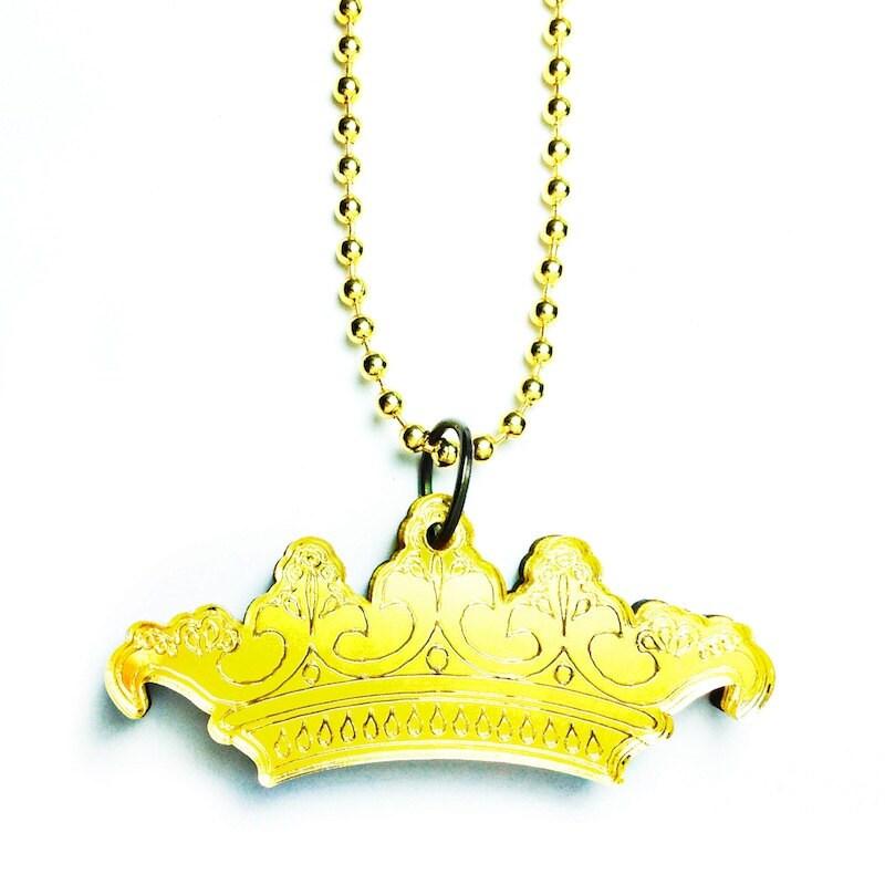jaune 233sot233rique londres couronne logo charme collier sur