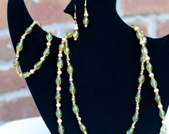 Green Beaded Necklace, Earring, and Bracelet set.