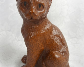 Red Mill Mfg Cat Figurine Kitten Sitting Crushed Pecan Shell Resin Sticker Vtg