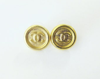 how to tell authentic chanel buttons