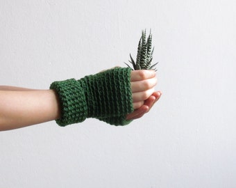 Driving gloves in Green - minimalistic fingerless gloves -  Wool wrist warmers in Merino wool