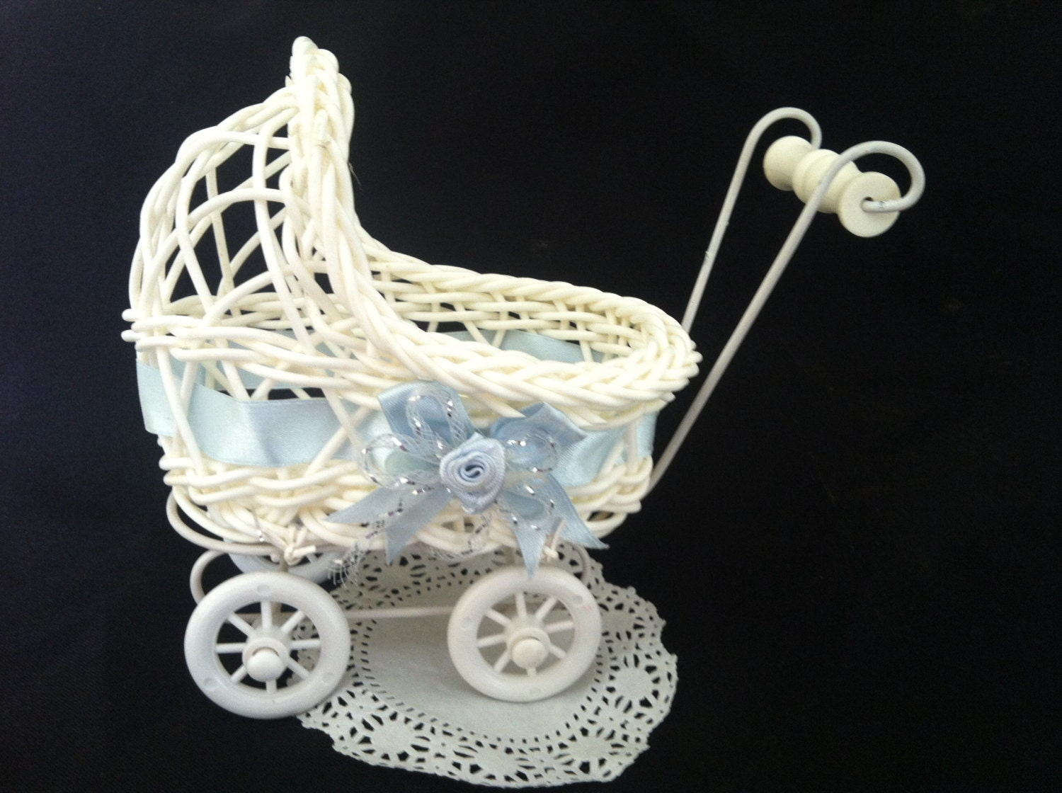 Baby shower baby shower decorations baby shower carriage for Baby carriage decoration