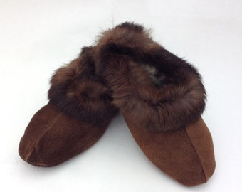 Brown genuine shearling slippers for women.Leather slippers, fur slippers, shearling fur shoes. Real fur slippers, genuine fur shoes