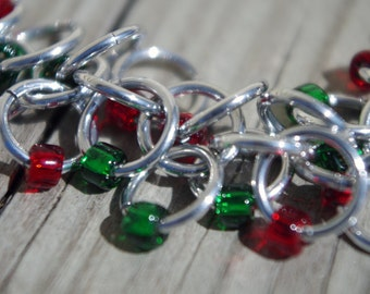 Beaded chainmaille bracelet in red and green; chainmaille jewelry; beaded chain maille; holiday shaggy loops; Christmas chainmaille bracelet