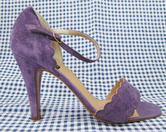 Vintage High Heeled Scalloped Edged Sandals in Lilac Suede