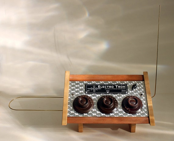 The Amazing Electro Tron - Custom Built Theremin  -  Vintage Radio look - The sound of Science Fiction
