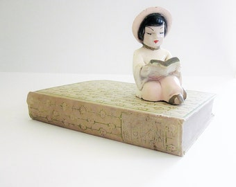 Studious Shelf Sitter - Chalkware Collectible Figurine - Vintage Kitsch Home Decor - 1950s Mid Century Asian Figurative Novelty Caricature