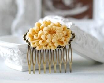 Large Ivory Chrysanthemum Flower Wedding Bridal Hair Comb. Ivory Wedding Hair Accessory, Bridal hairpiece