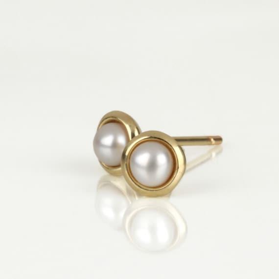 small pearl earrings gold pearl earrings pearl stud earrings
