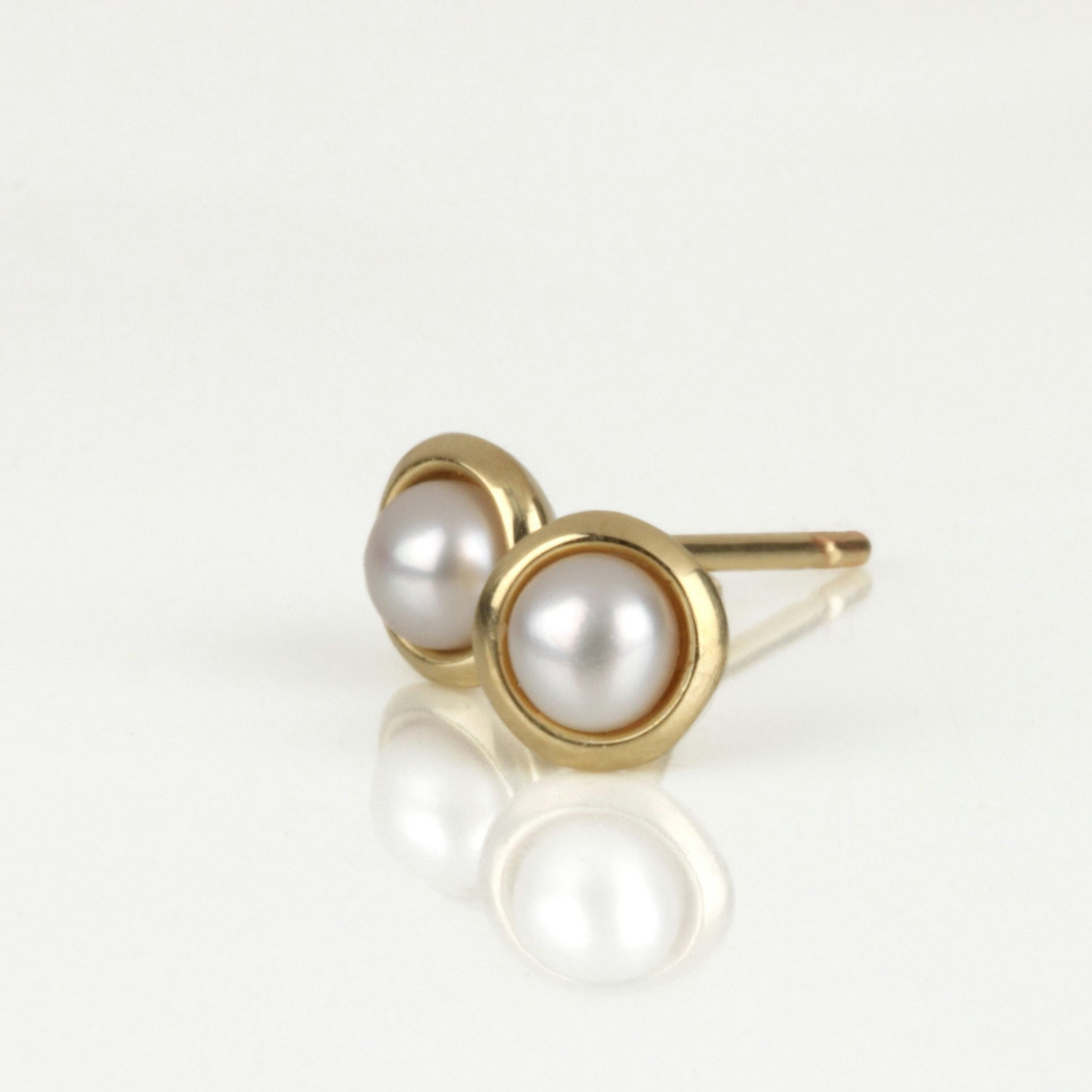 small pearl earrings gold pearl earrings pearl stud earrings