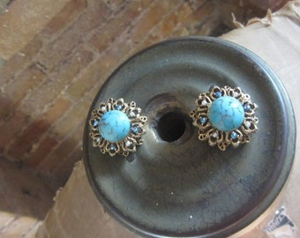1950s Florenza turquoise and antique gold earrings | 50's mid century clip ons