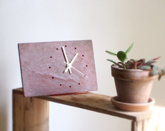 Minimalist RED SLATE CLOCK> Tabletop Red Salvaged Slate Clock—Fathers Day Housewarming Wedding Gift—Horloge Ardoise Rouge/Reloj Pizarra Roja
