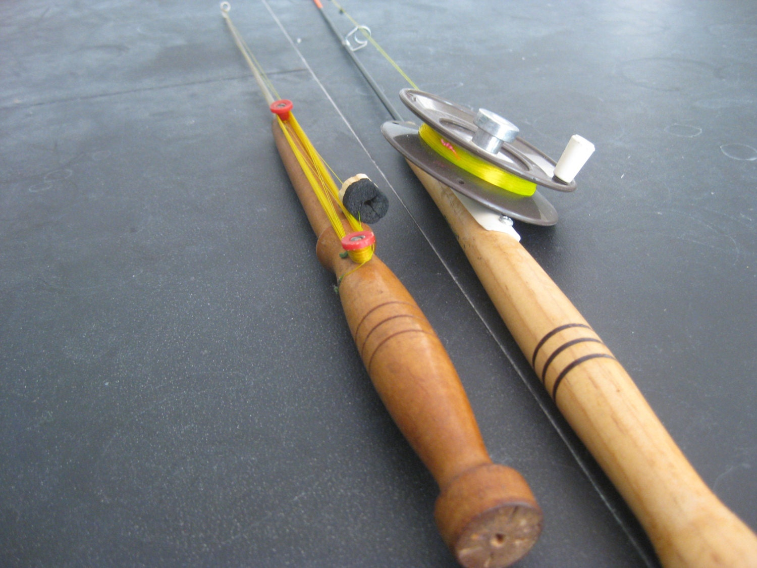 Vintage ice fishing pair of jig poles manual and auto reel for Vintage fishing poles