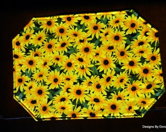 Quilted Placemats, Reversible, Black Eyed Susan, Green Leaves, Black Bakground, Sponged Green Look, Set of 4, Handmade Table Linens