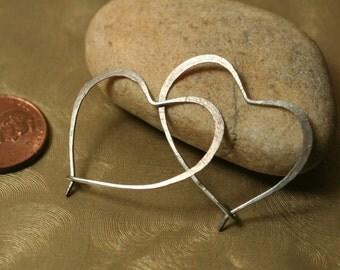 Handmade hammered heart silver tone hoop 28x20mm, one pair (item ID ST36G20)