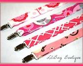 LiliBug You Pick Adjustable Nursing and Bib Clip - Pinks