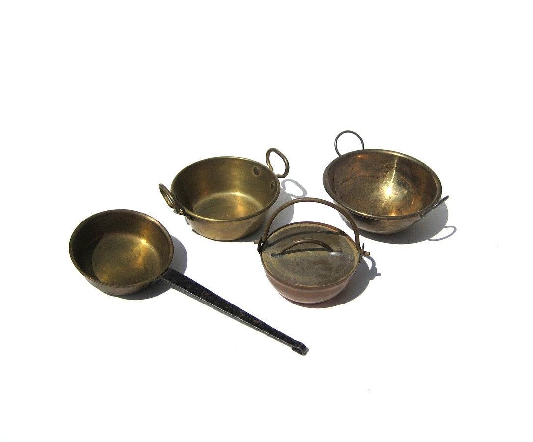antique brass copper pots and pans large scale miniatures. Black Bedroom Furniture Sets. Home Design Ideas