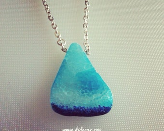 MONO BLUE AGATE Crystal necklace
