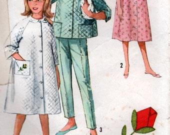 Vintage 60s Girls Robe and Pajamas Sewing Pattern Peter Pan Collar Size 6 Child Simplicity 5217